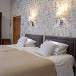 Le Manoir de la Vieille Douve Elstar Bed and Breakfast